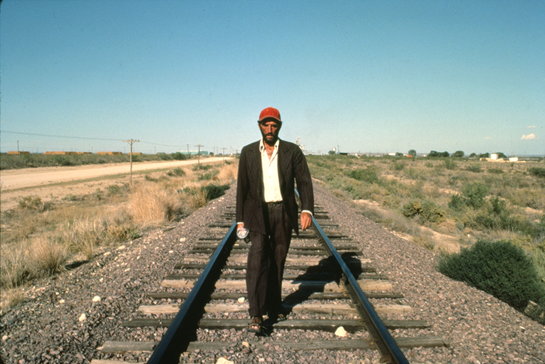 """Ein Mann, der aus dem Nichts kommt: Harry Dean Stanton in """"Paris, Texas"""" (Wim Wenders Stiftung)"""
